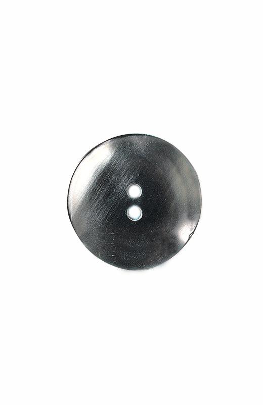 バックスタイルは見せかけ仕様ですべて種類の違う飾りボタンが。