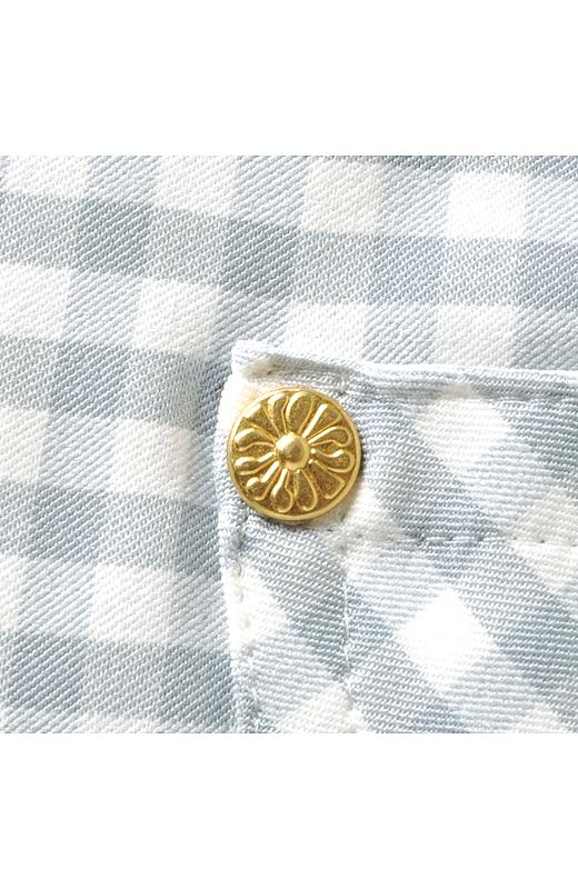 お花のゴールドリベットに注目。