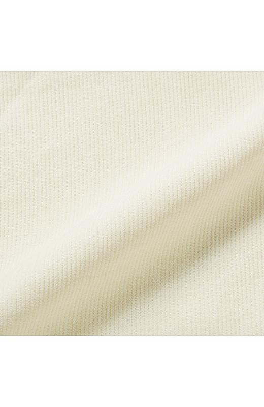 洗いをかけてくったりとした風合いを出した細うねのサマーコールはオールシーズン大活躍。