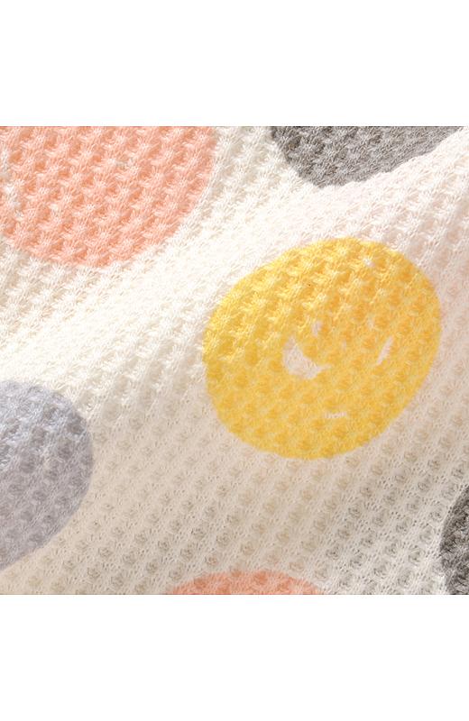 綿混のワッフル素材は、さらっとしていて着心地快適。