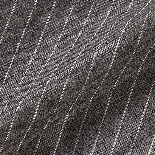 あたたかな風合いのきれいめ素材。ピンストライプの織り柄がスタイリッシュ。