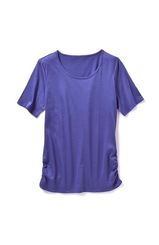 袖は、アームカバーを着けたときにも腕が出にくい長め丈。