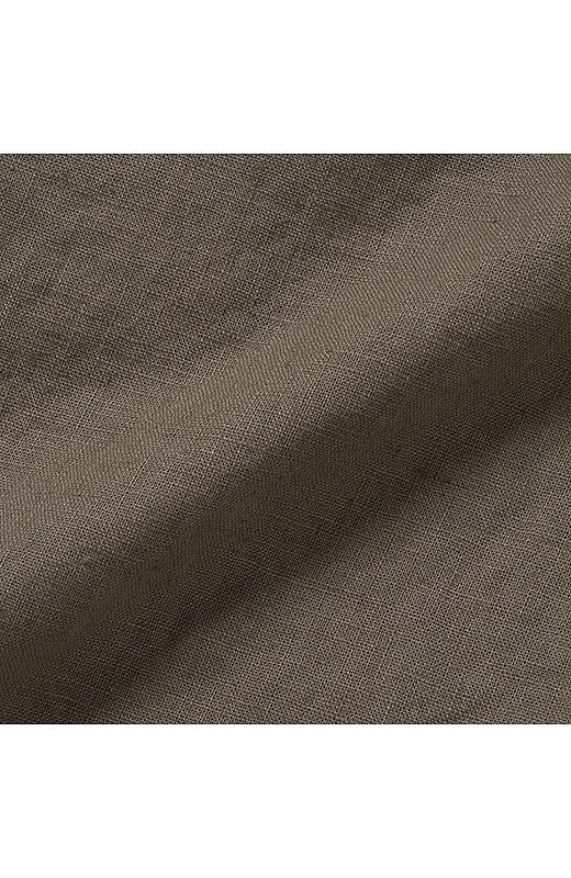 洗いをかけた独特の表面感。麻綿素材。