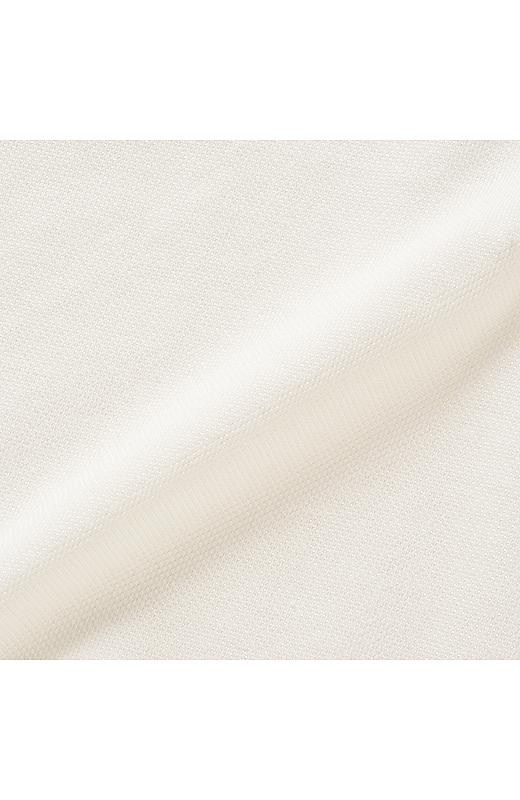 ほどよい光沢感の片染めかのこ素材。吸水速乾加工でさらりと快適に。