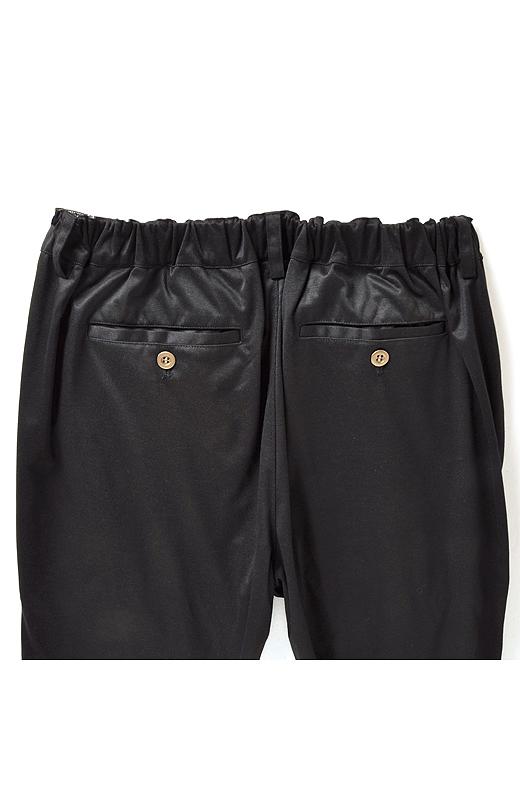BACK バックスタイルは小尻効果の高いポケットデザインと後ろゴムで快適。
