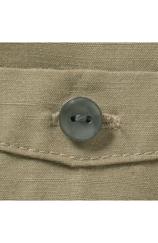 大人っぽく上品な印象のグレイカラーのボタン。