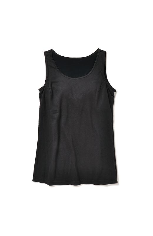 コーディネイトしやすい広めの衿ぐり。