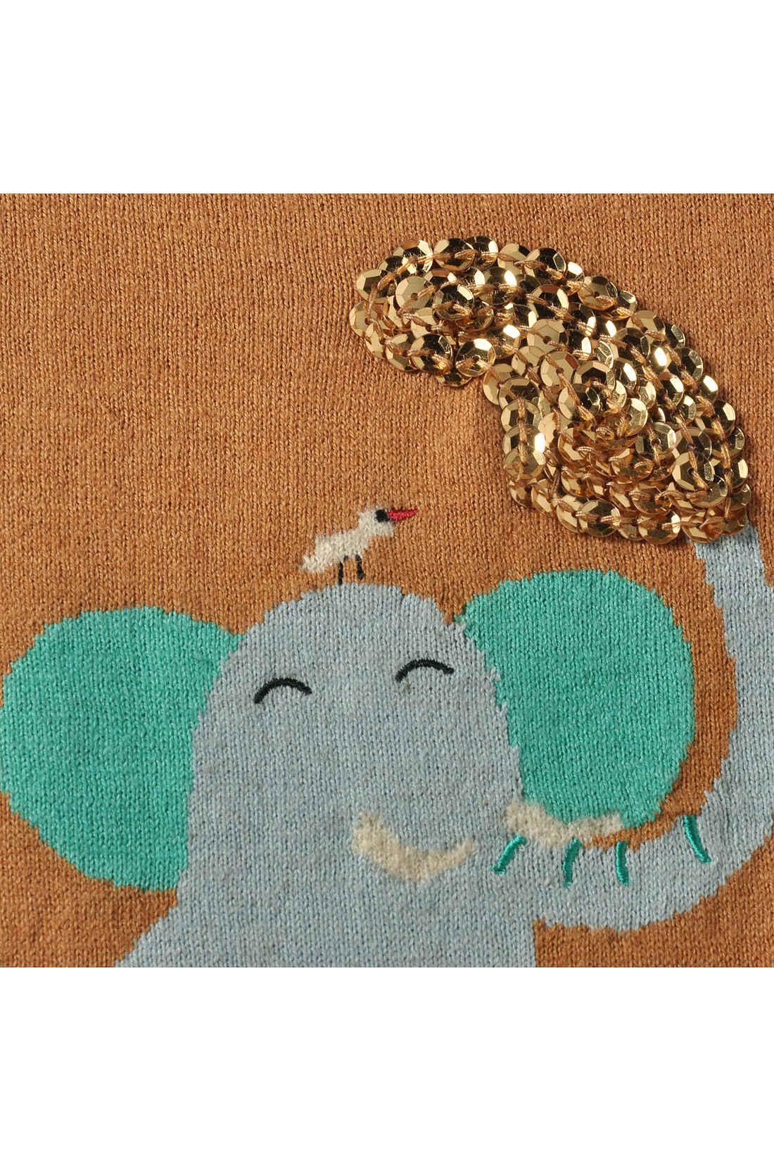 ぞうさんのキバとちょこんと乗った小鳥はふわふわとしたブークレーの糸を使っています。