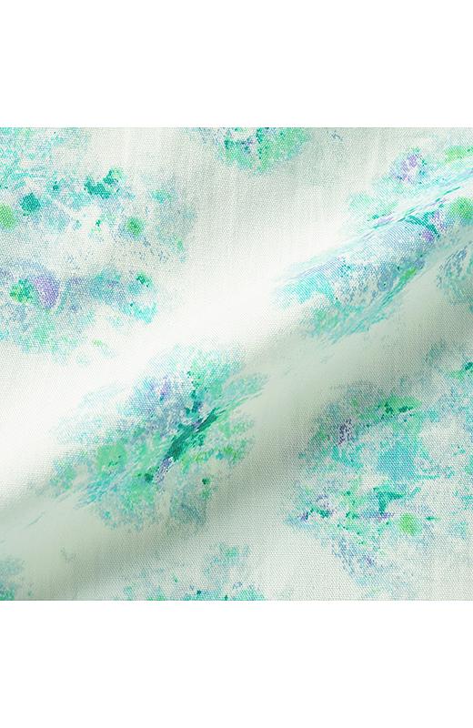 ペプラムシルエットを美しく見せる、少しハリのある綿100%。