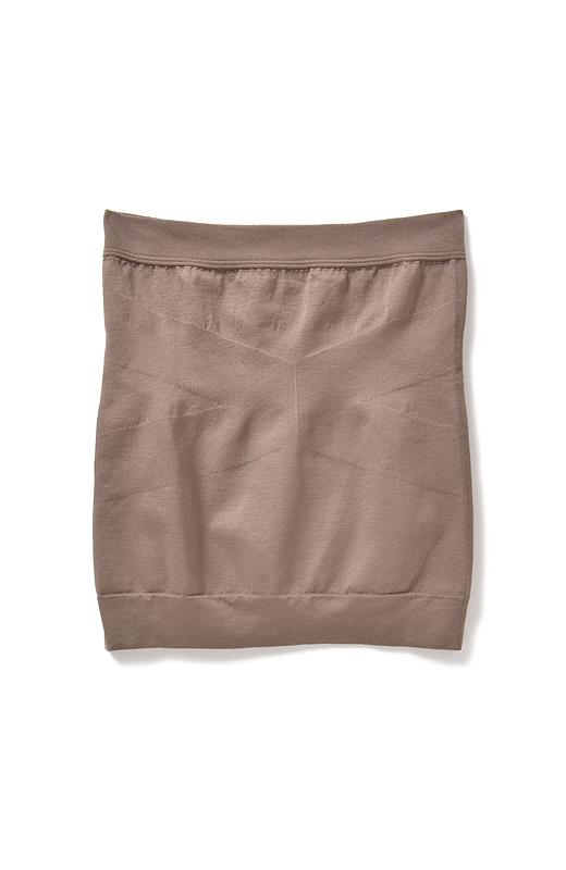 フラットな編み仕様で伸縮性が良く、薄いからひびきにくくて安心。