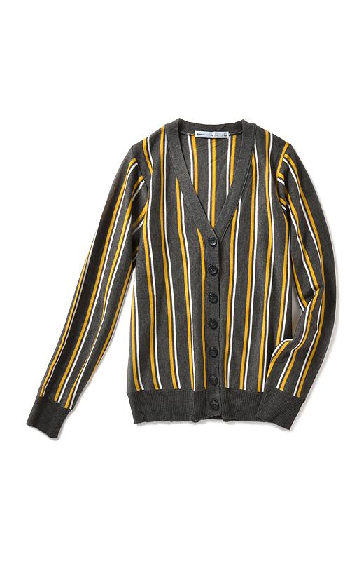 伝統的なプリティッシュカラーを思わせる配色。パンツでもスカートでも合わせやすい丈感。