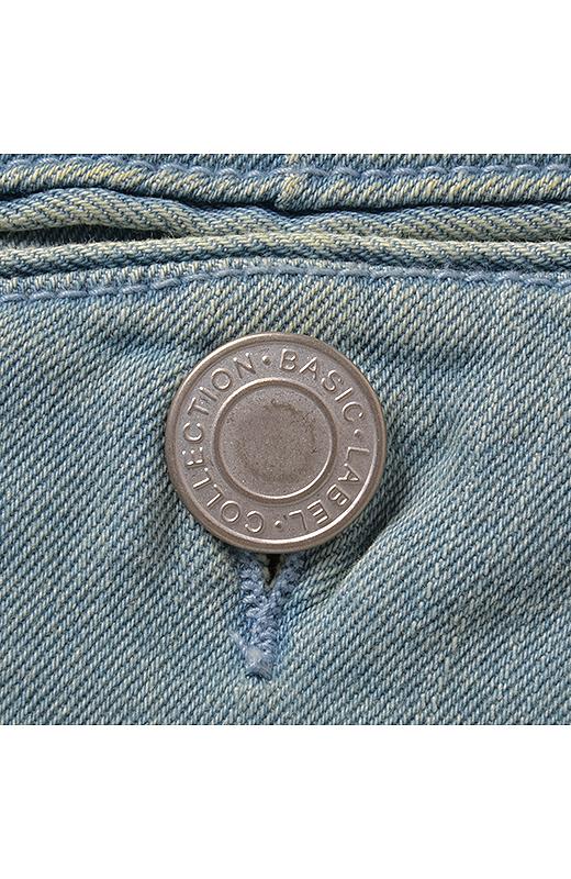 レーベルコレクションオリジナルのボタンも自慢。