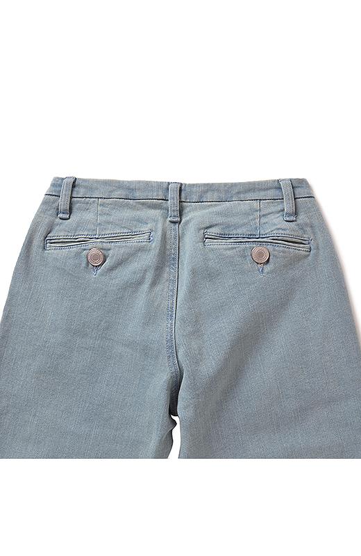 Back ポケット位置にこだわって、後ろ姿もすっきり見えるよう工夫。