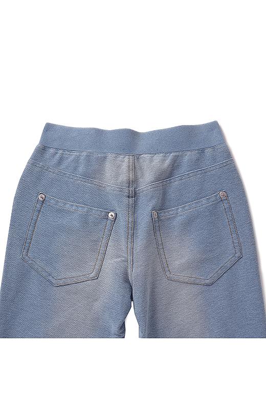 Back バックスタイルはヨークの切り替えやヒップが小さく見えるポケット位置にこだわりました。