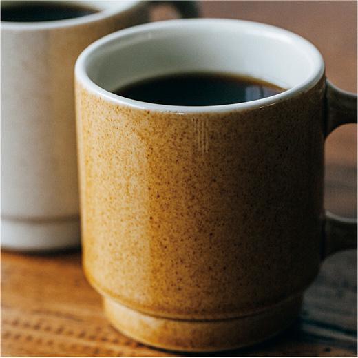 ツブの入った梨地釉薬(なしじゆうやく)を使用。