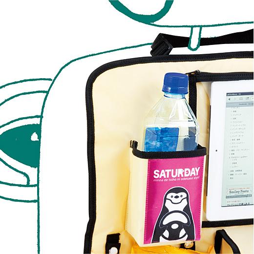 ドリンクホルダー:ペットボトルやファストフード店などのジュースコップも、カップ型のお菓子もホールド。内側は安心のアルミ貼りです。