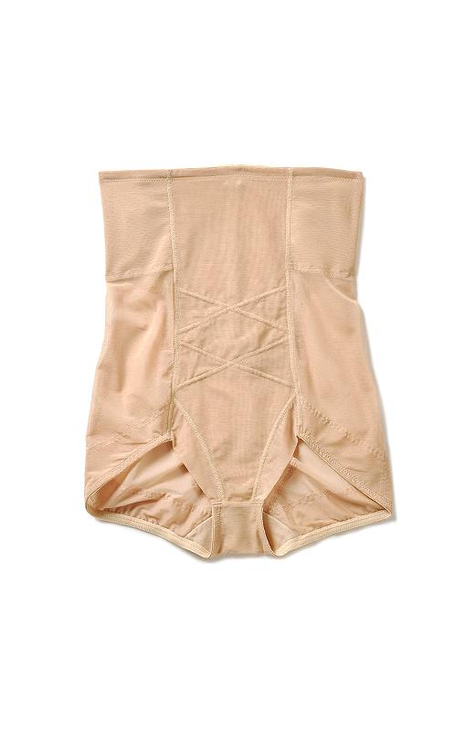脚口はショーツのデザインで、脚さばきもらくちんで、ミニスカートにもぴったり。