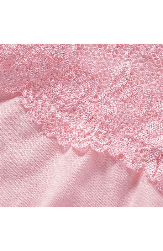 肌に当たる身生地部分は、綿混素材をメインに使用。
