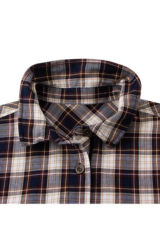チェックシャツの衿は、樹脂ワイヤー入り。衿を立たせても、かっこよく決まります。腰に巻いてもサマになるシックなチェックを選びました。