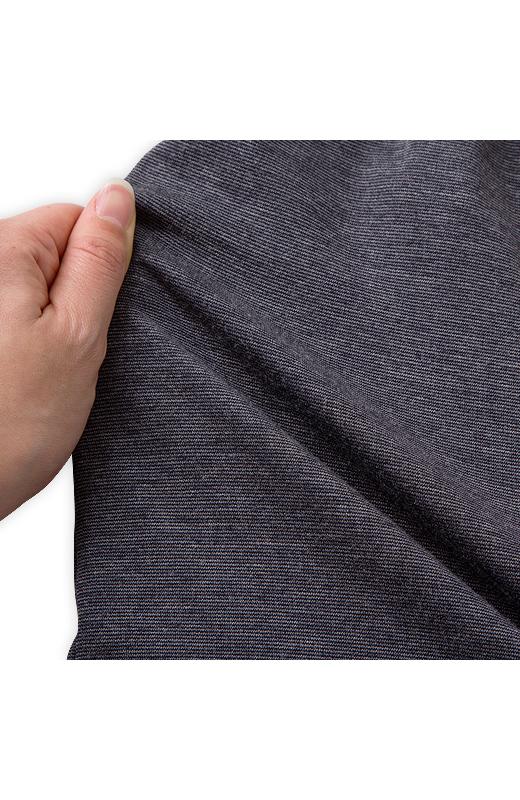 スカート部分は伸縮性のあるカットソー素材でアクティブな日もらくちん。