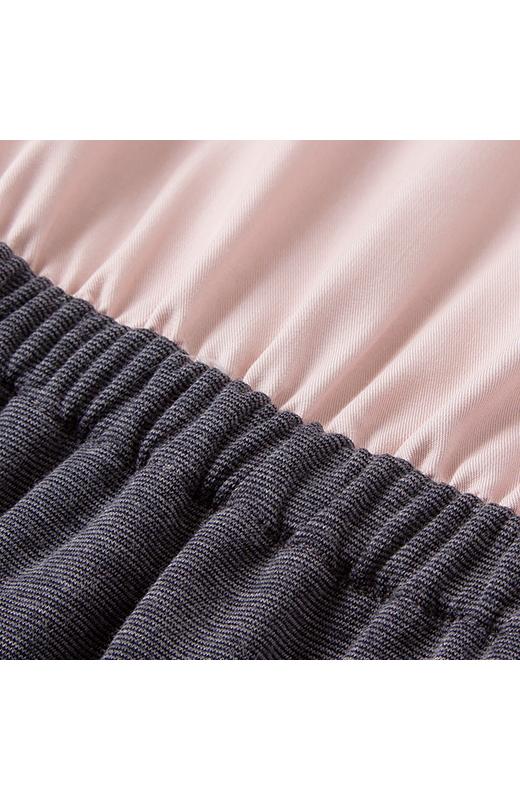 上品な落ち感のある素材のブラウスと、伸びやかなカットソー素材のスカートをドッキング。