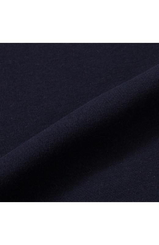 薄いのに暖かさはバツグンの、毛足の長い起毛素材。