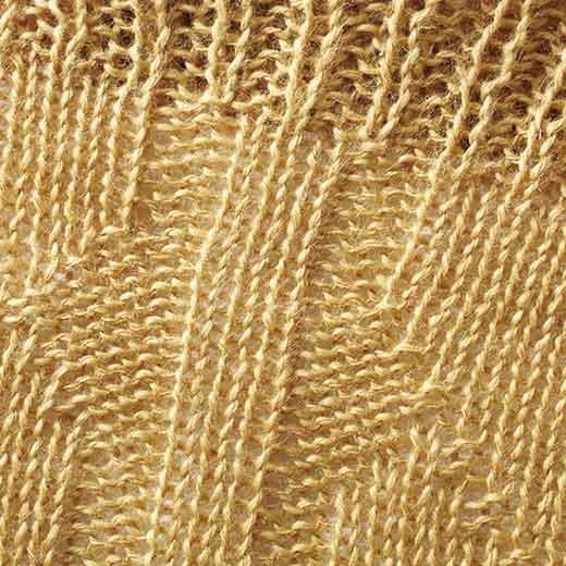 空気を通しやすいざっくりした編み地で、快適な着け心地。