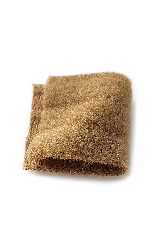 ふわふわとした毛混の起毛素材に、マルチボーダーの織り柄をほどこしました。