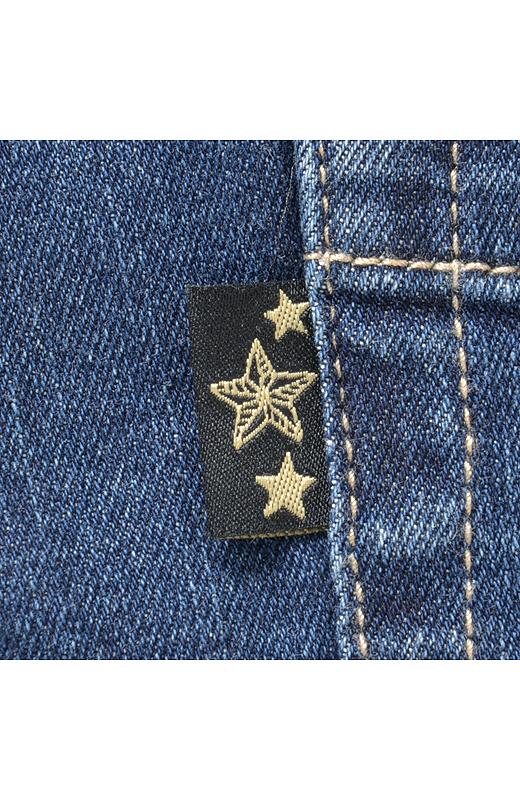 ポケットの横の星ネームがおしゃれなアクセントに。