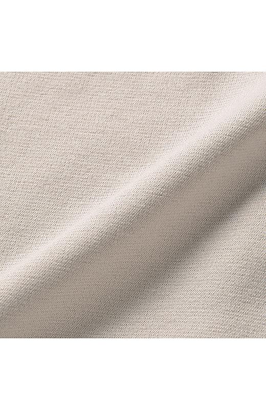 伸びやかなカットソー素材のスカート。