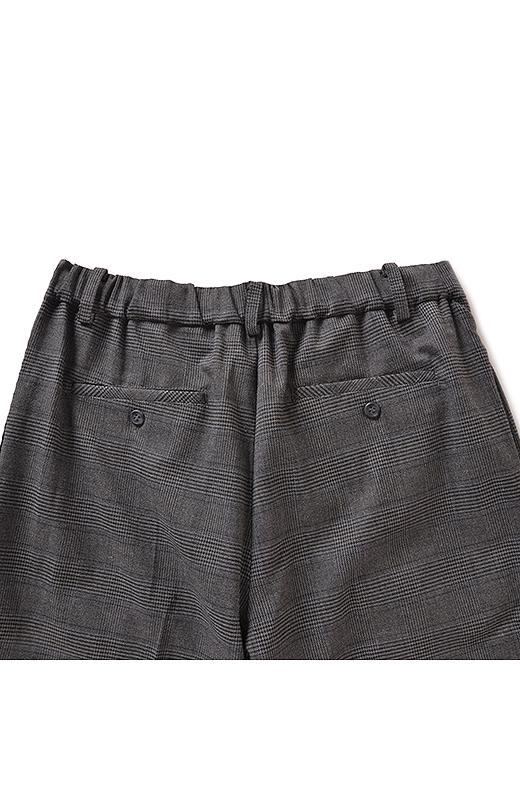 Back バックスタイルはゴム仕様で快適にフィット。小尻効果をアップさせるポケット付き。