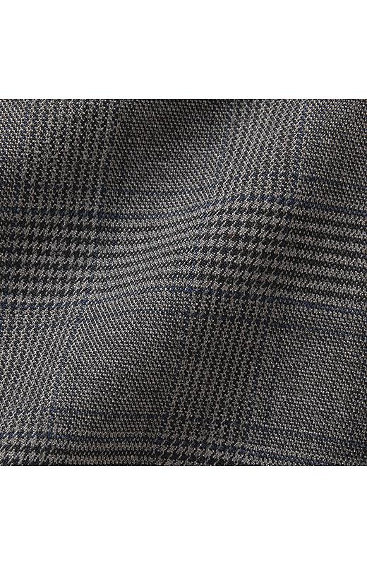 レーヨン混の上質素材は見た目以上によく伸びるストレッチ素材。