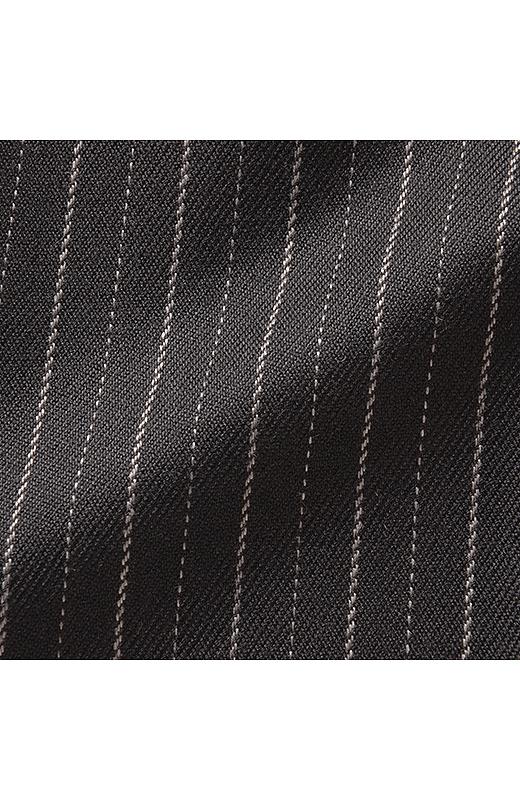 ピンストライプ:あたたかな風合いのきれいめ素材。ピンストライプの織り柄がスタイリッシュ。