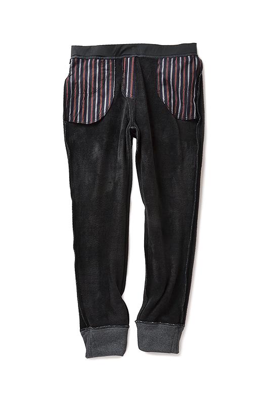 〈肌側〉全面にあしらった裏シャギー。着ぶくれしないすっきりシルエットがポイントです。ポケットの裏布にはネクタイみたいでマニッシュなストライプ柄をあしらいました。