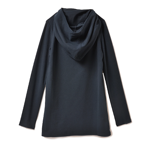BACK 衿を後ろに下ろすとフードに。手の甲までカバーする長めの袖丈。おしりが隠れるロング丈。