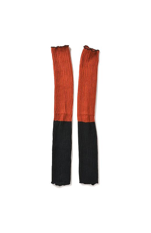 無撚糸コットンのやさしい肌ざわりと、バルキーアクリルのぬくもりがひとつに。