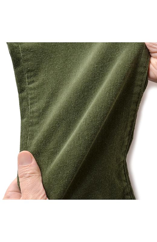 グーンと伸びやかなストレッチコーデュロイで、はき心地らくちん! 自慢の美脚パターンでスタイルアップも。