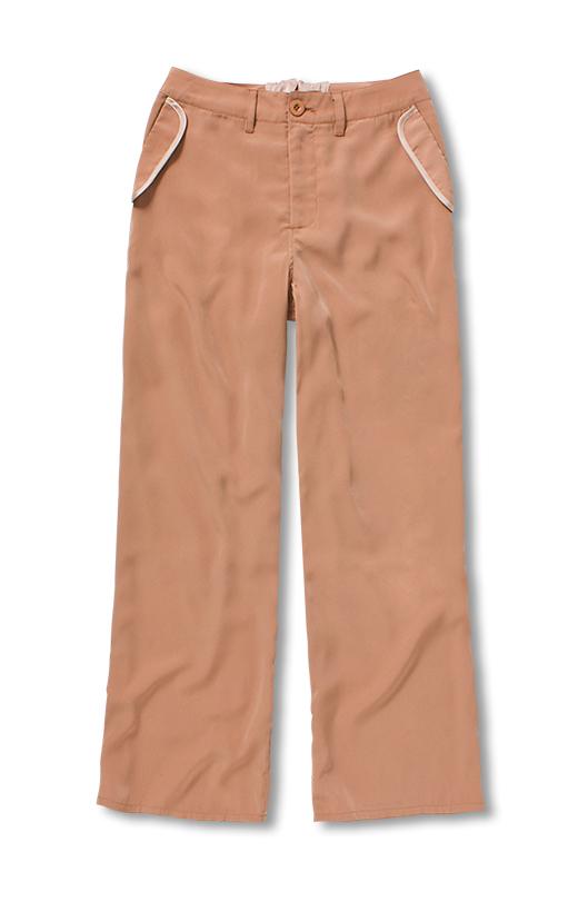 ポケットのパイピングはサテンを使って上品に。さりげない異素材MIXが、デザインのアクセントに。