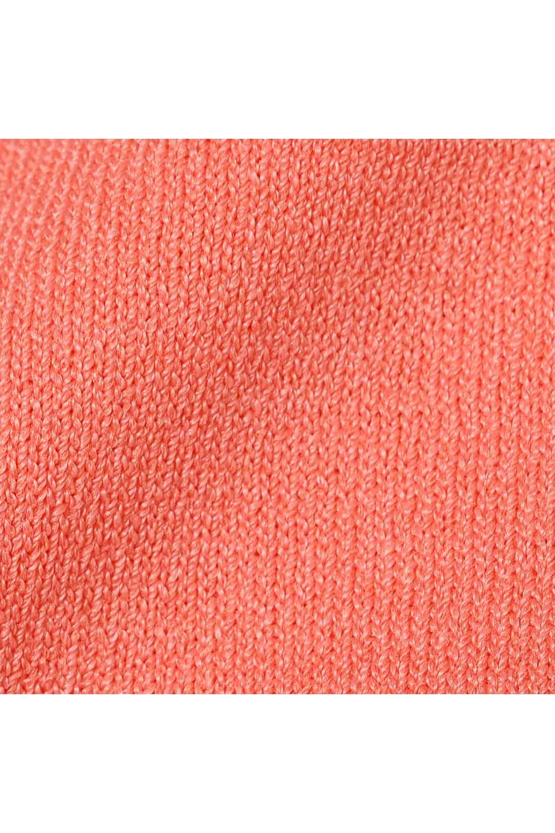 Tシャツ感覚で着られる肌に気持ちいいシャリ薄ニット。