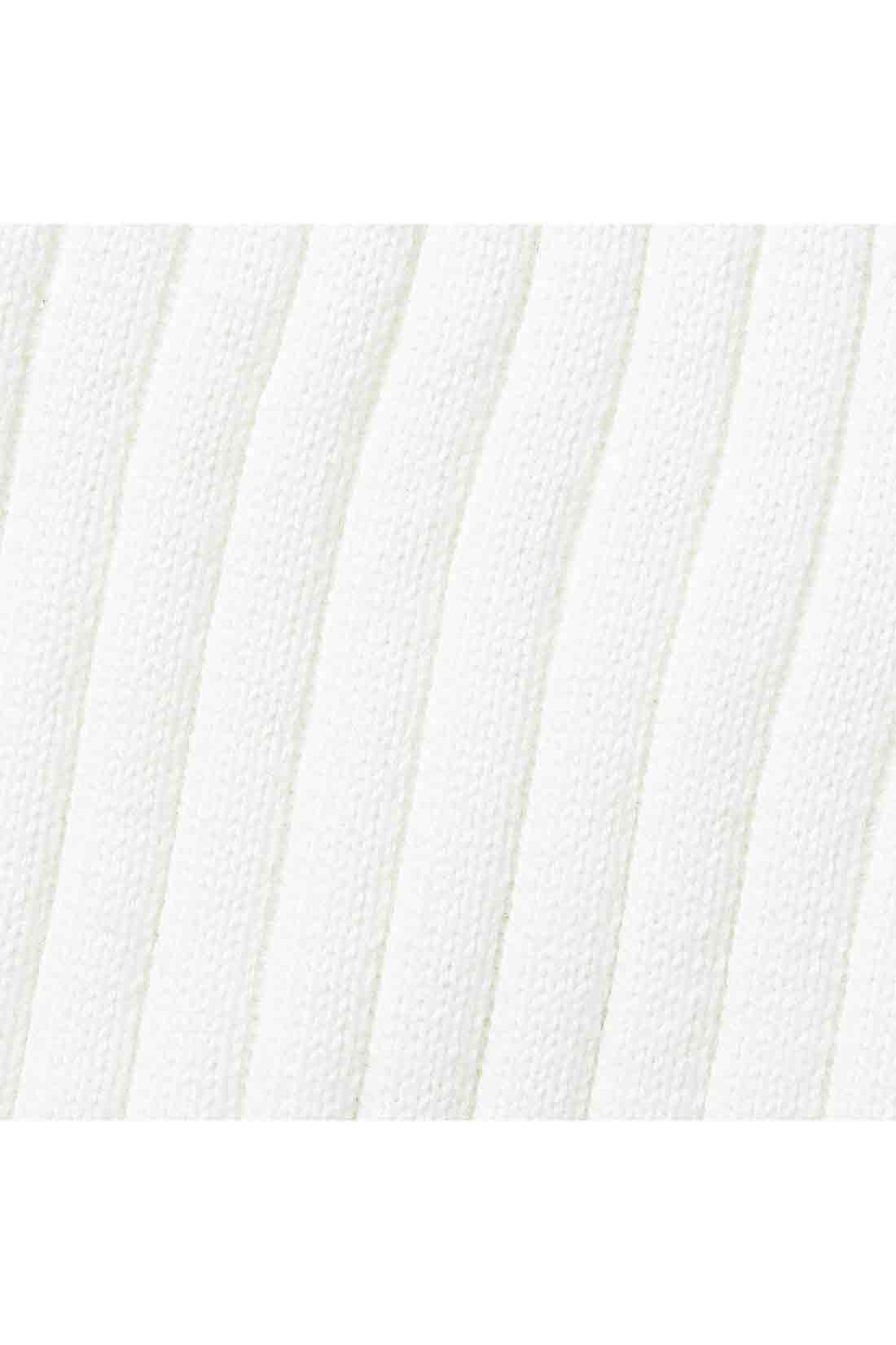 立体的なリブ編みの、シルク混コットン素材。