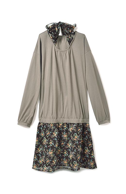 シフォン素材のスカートには、裏地が付いていて安心です。