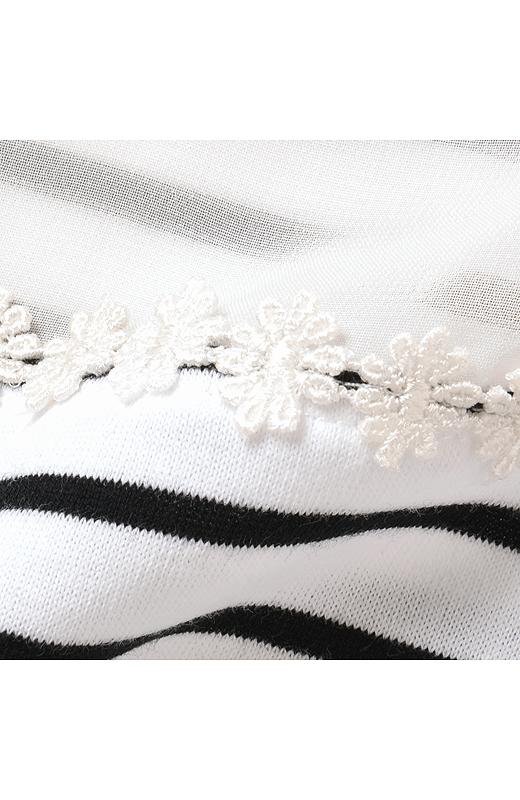 ぺプラムデザインのキャミソール付きボーダートップスセット(ホワイト×ブラック)
