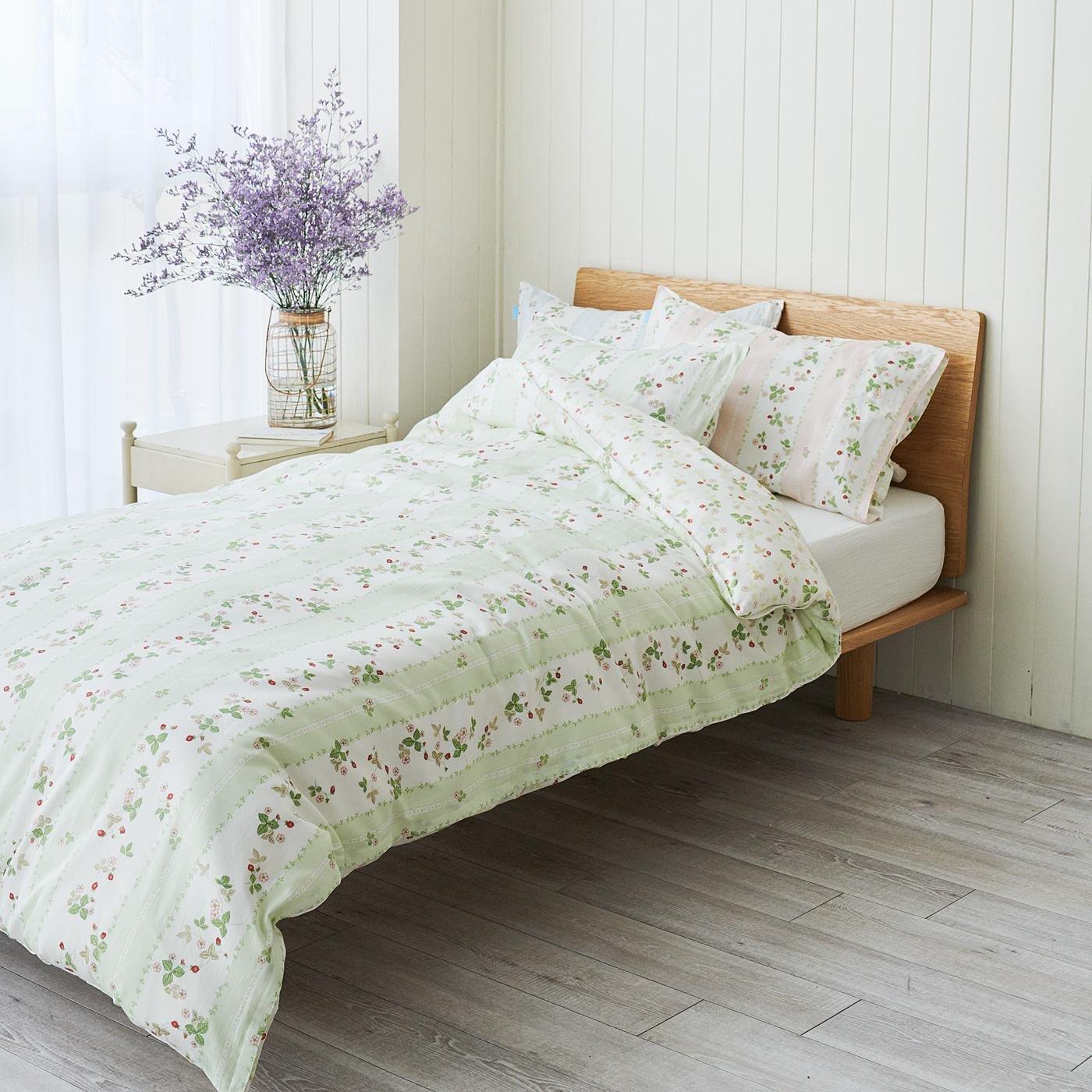 ウェッジウッド 英国人が愛したいちごのデザインで眠る サテン織り綿100%掛け布団カバー ワイルド ストロベリー〈シングル〉