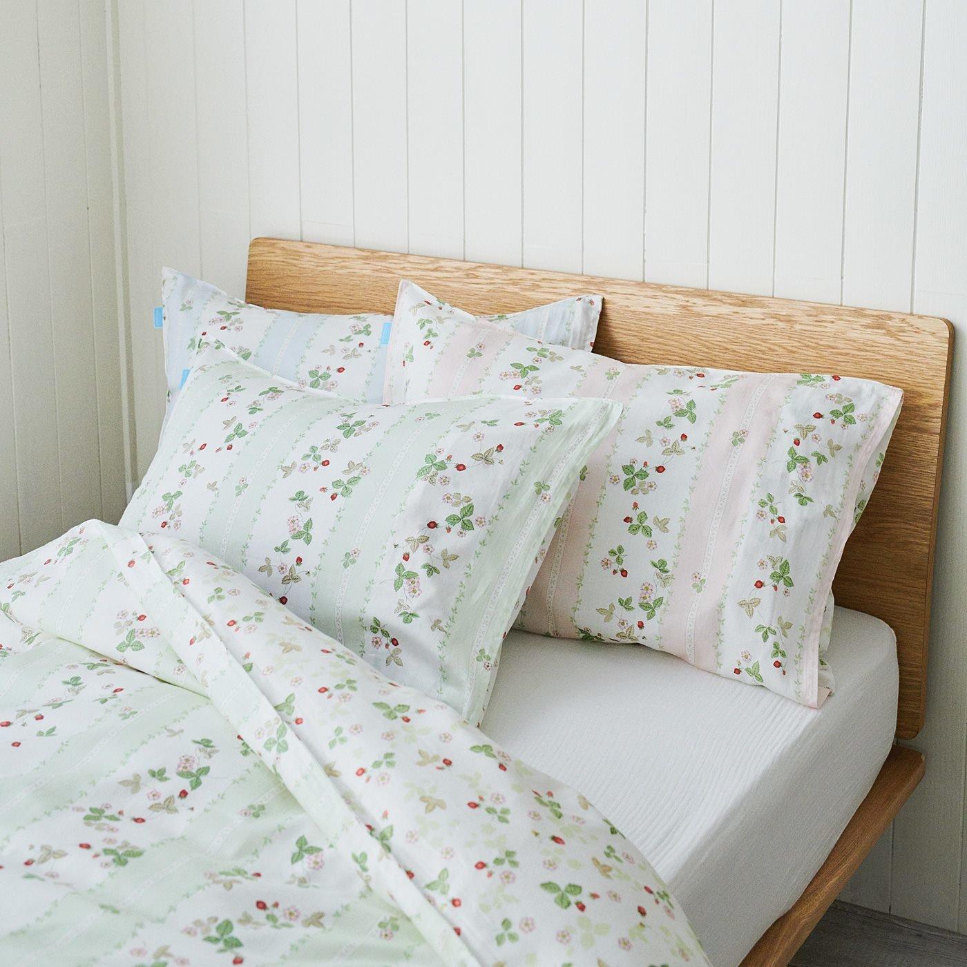 ウェッジウッド 英国人が愛したいちごのデザインで眠る サテン織り綿100%枕カバー ワイルド ストロベリー