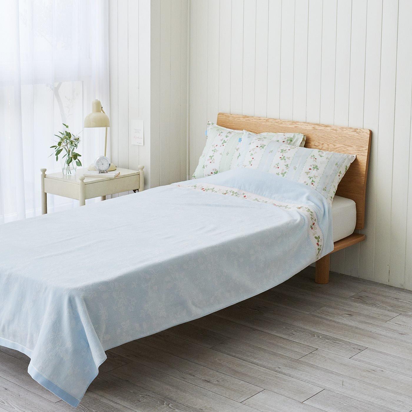 ウェッジウッド 英国人が愛したいちごのデザインで眠る ジャカード織りタオルケット ワイルド ストロベリー〈シングル〉