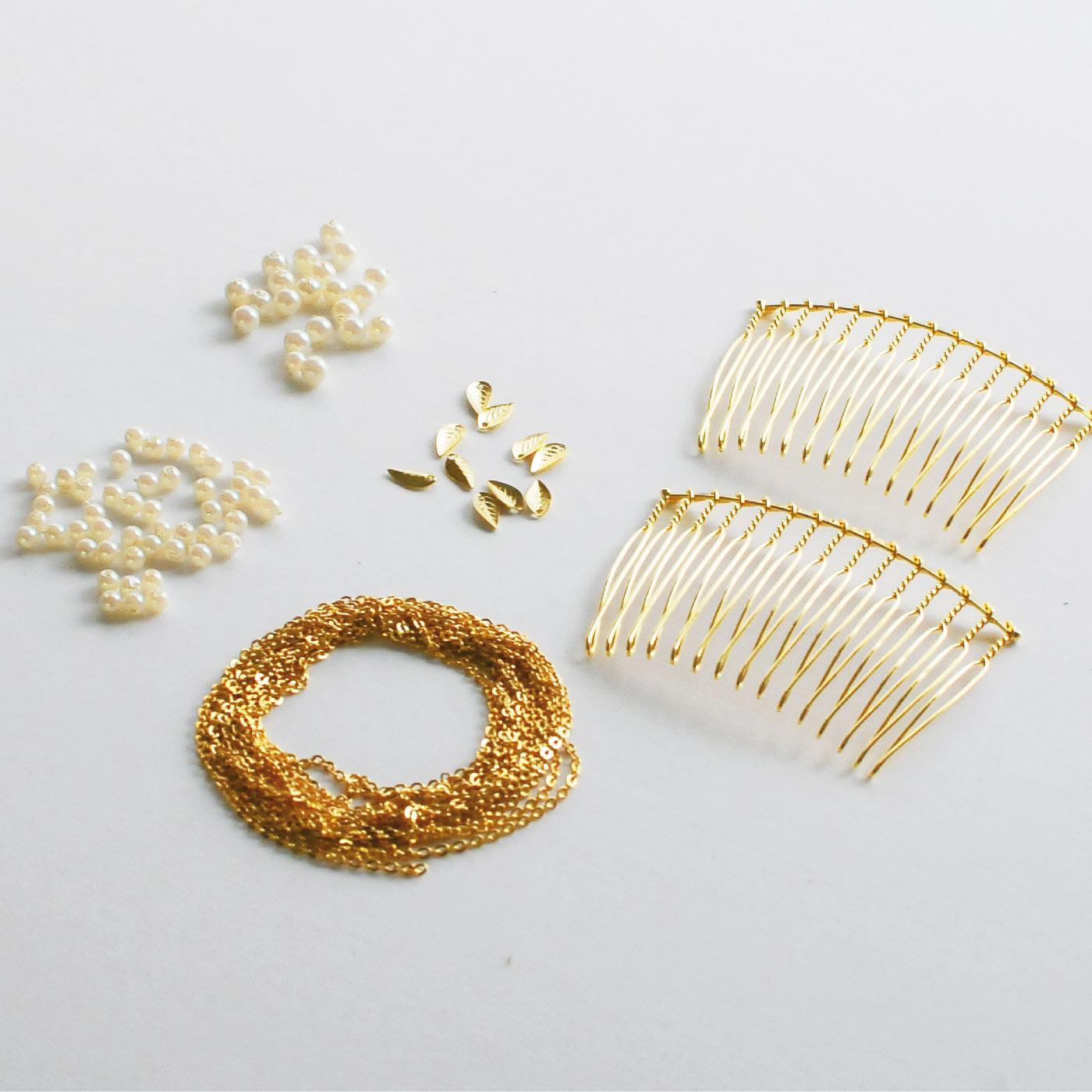 材料セット:プラスティックパール(3mm)50個、(4mm)20個、ヘアコームベース2個、葉っぱパーツ10個、チェーン(直径約1.6mm)約2m