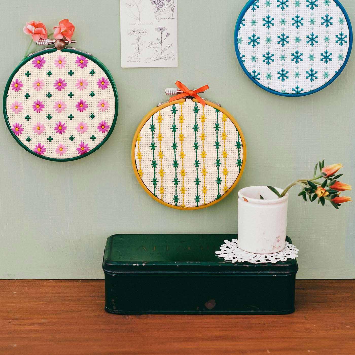 フレームに入れて、壁に並べて飾っても。