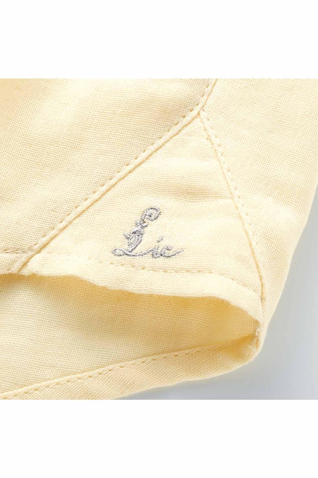 わきのガゼットにリブインのオリジナルロゴ刺繍をオン。 ※お届けするカラーとは異なります。