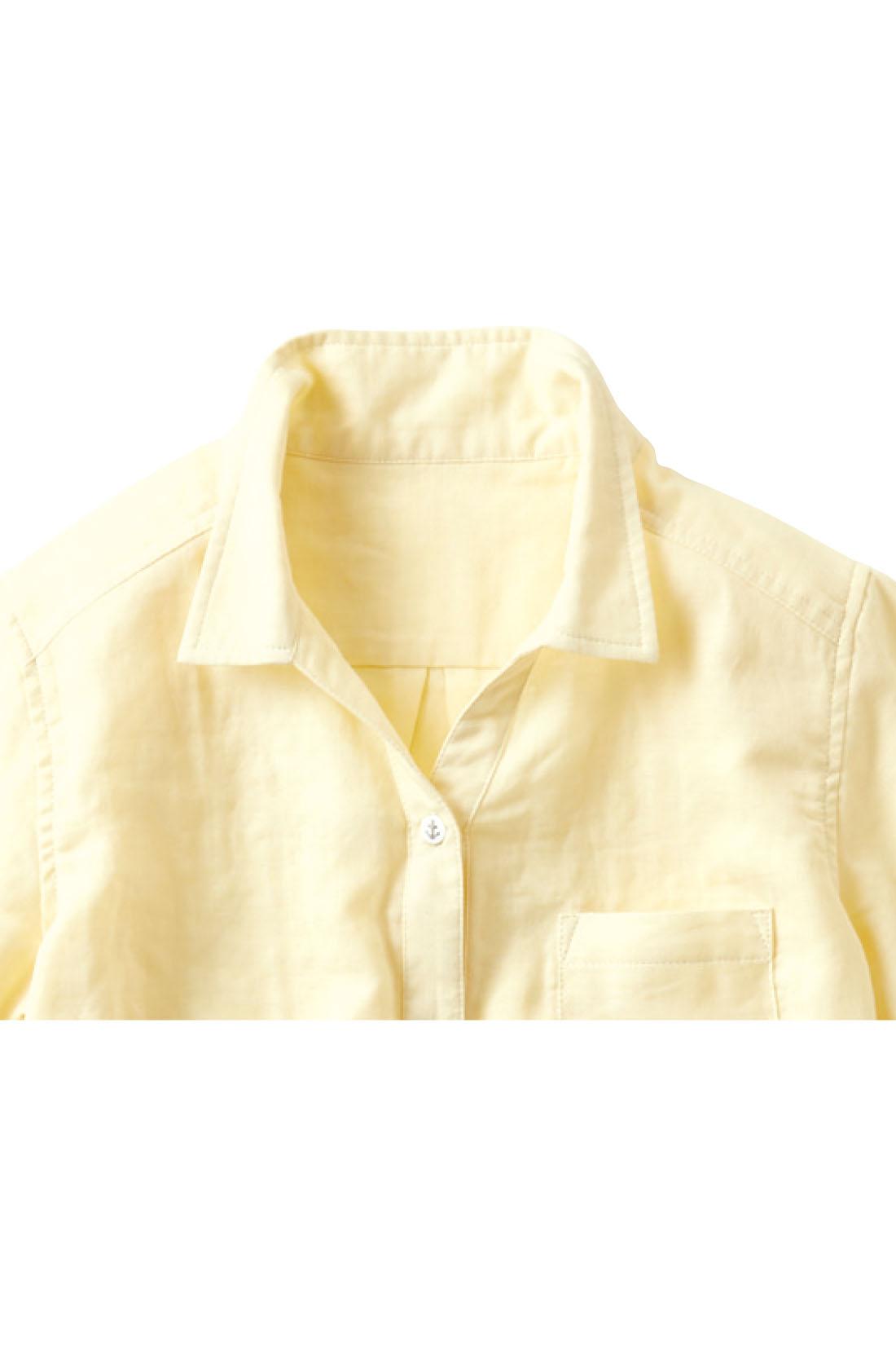 小顔効果抜群のスキッパーデザイン。小さめの衿が女性らしい雰囲気。 ※お届けするカラーとは異なります。