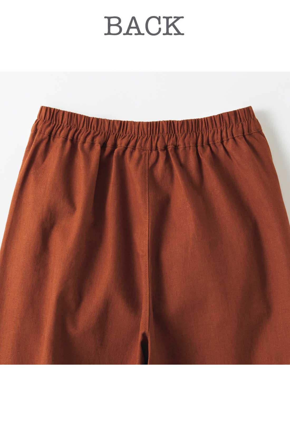 パンツのわき 後ろはゴム入りですっきりらくちん。